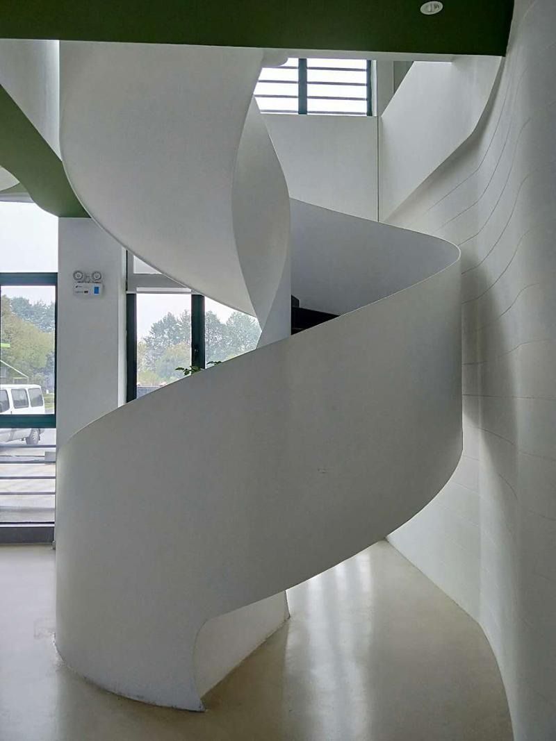 旋转楼梯背面照