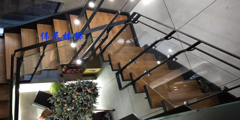 这么质感的旋转钢架楼梯见过吗
