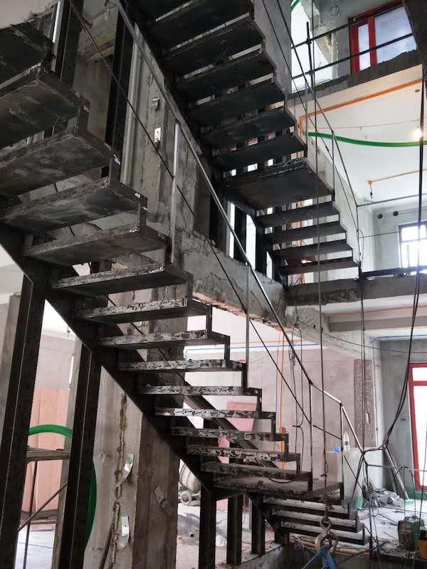 大华西溪半悬挑钢架楼梯