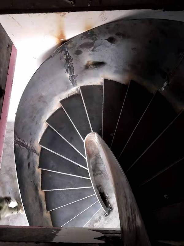 个性化旋转楼梯在闻堰郁金香岸