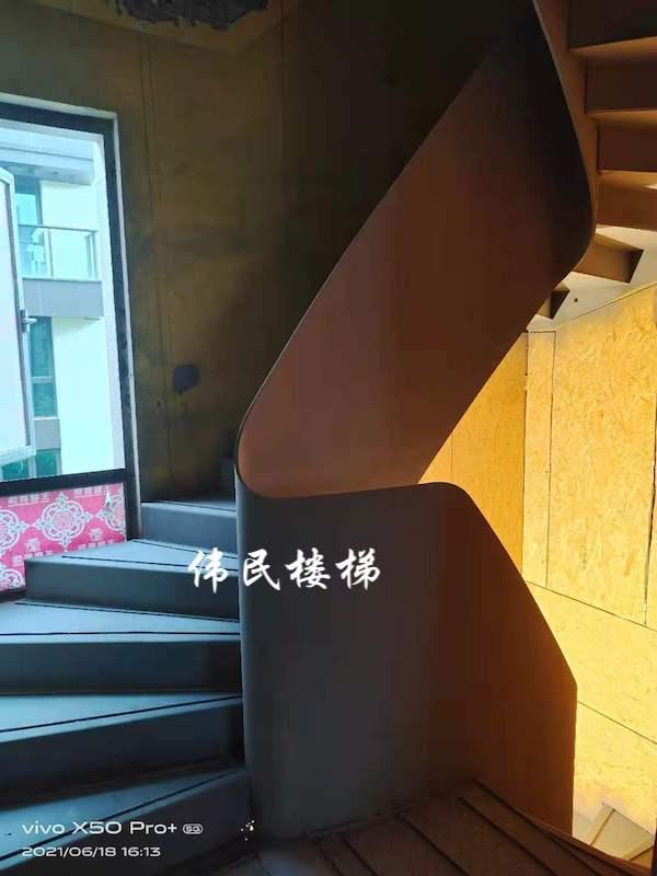 杭州新华园异形玻璃槽旋转楼梯工